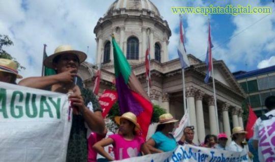 Mujeres campesinas se movilizar�n frente al Ministerio de Salud