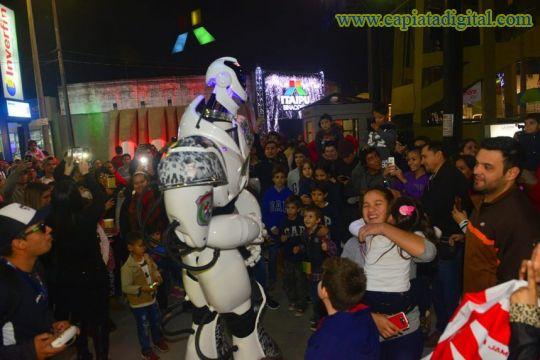 El robot que causa sensación en la Expo