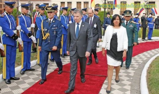 Presidente colombiano recibe condecoración como un símbolo de amistad