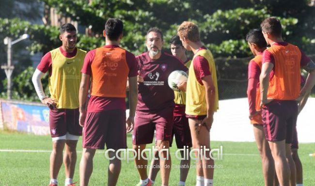 El nuevo técnico de Cerro Gustavo Matosas anuncia equipo para enfrentar a Capiatá