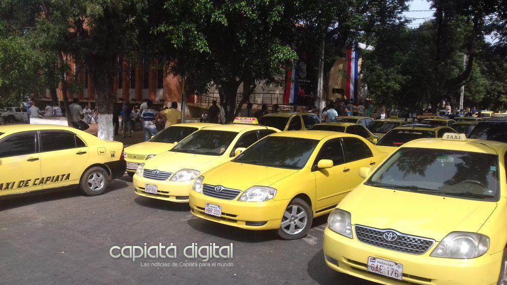 Taxistas sitiaron Municipalidad de Capiatá