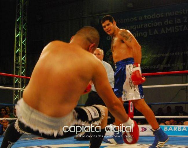 El boxeador capiateño Isidro Ranoni en pelea histórica para el boxeo paraguayo
