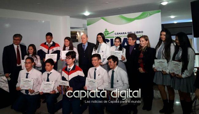 Estudiantes capiateños y chilenos lanzan libro