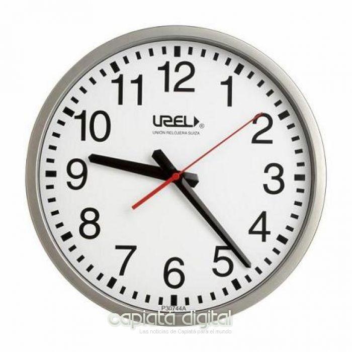 Esta medianoche se deberán atrasar los relojes una hora