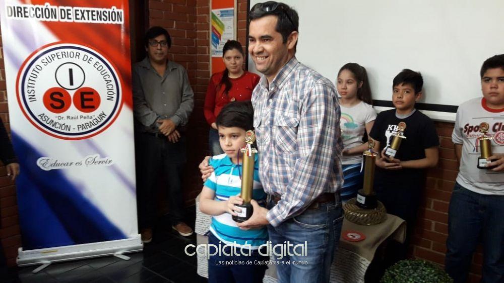Alumno de la escuela María Auxiliadora de Capiatá es campeón en ajedrez