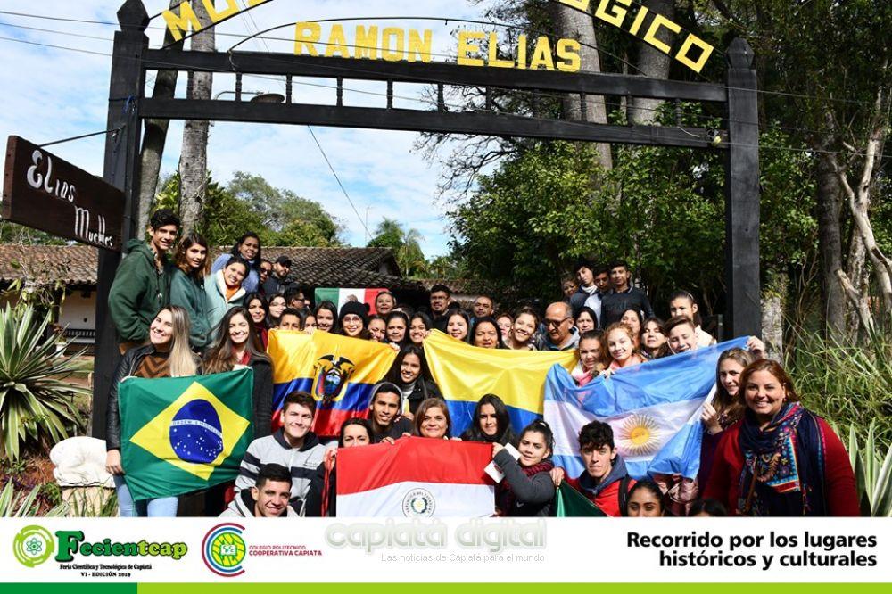 Extranjeros en recorrida turística - cultural por Capiatá en el marco de la Feciantcap