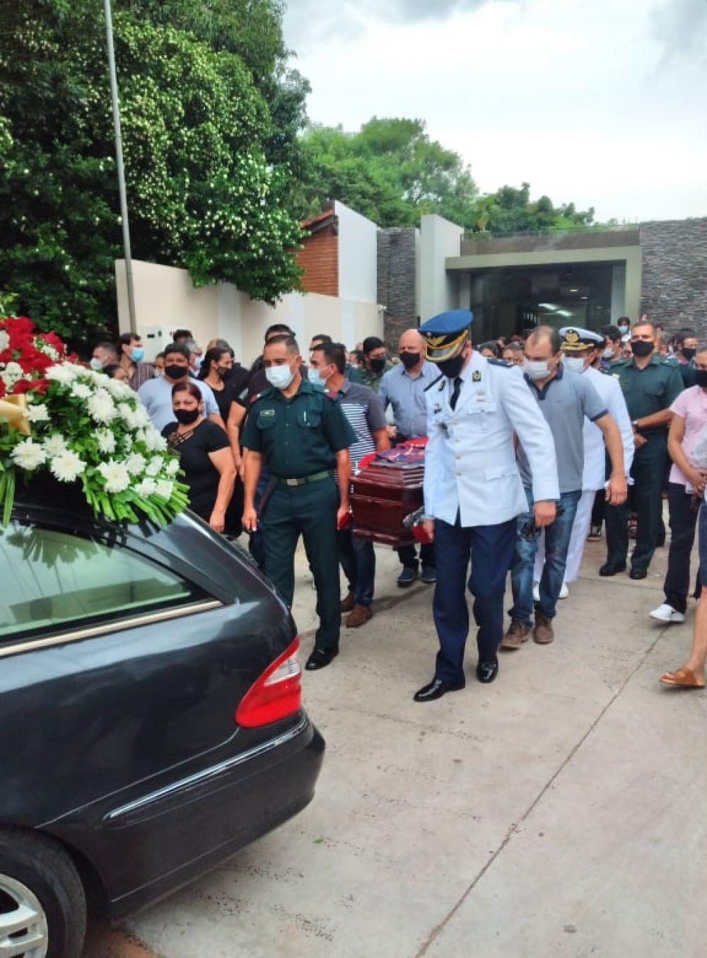 Momentos emotivos en despedida a piloto militar en Capiatá