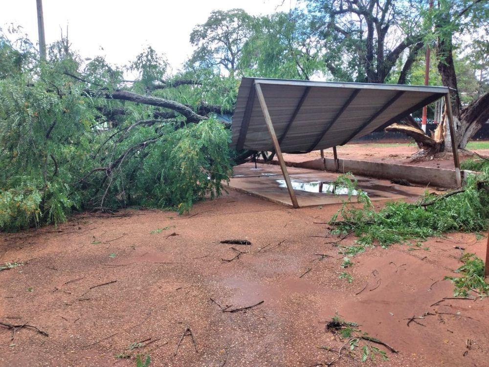 Tormenta dejó varios destrozos esta madrugada y emerge nueva alerta meteorológica