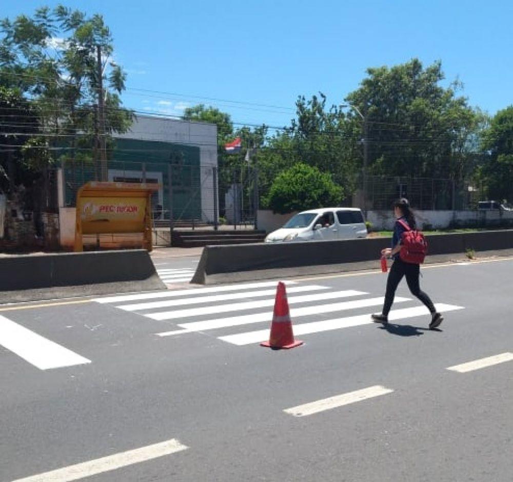 Con el objetivo de evitar lamentar más accidentes el MOPC instala reductores de velocidad frente a la clínica Campo Vía de Capiatá