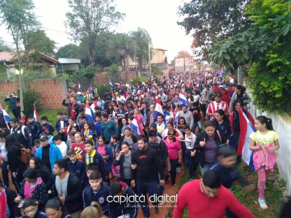 En multitudinaria marcha vuelven a denunciar venta del local de la UPV y piden por su recuperación