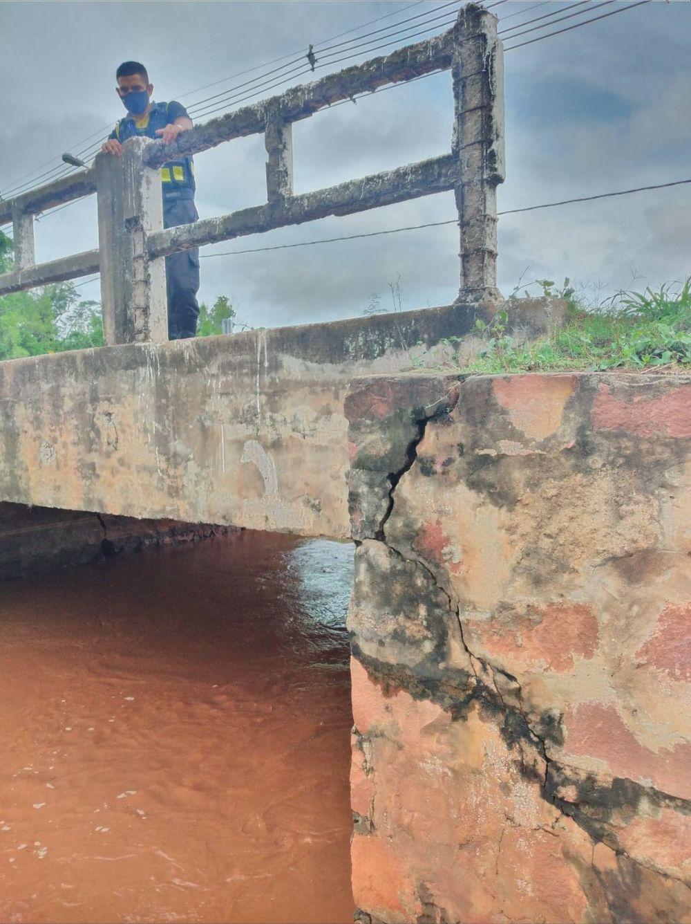Puente de Poncho Pytá al borde del derrumbe tras lluvias